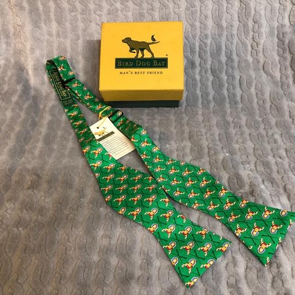 NWT Bird Dog Bay 100% Silk Santa Hat Buck Bow Tie